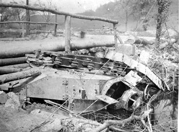 iconographie - Tank tombé dans une rivière